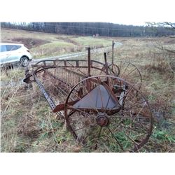 VINTAGE ALL STEEL ANTIQUE HAY RAKE