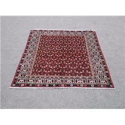 Fine Looking Allover Design Persian Hosseinabad Rug