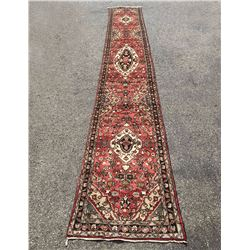 Fascinating Malayer Runner With three Medallion Design