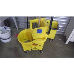 RUBBERMAID MOP PAIL ON WHEELS AND MOP