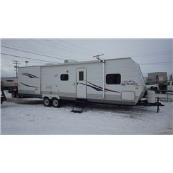 2009 JAY FLIGHT 30 BHDS BY JAYCO CAMPER TRAILER WITH TWO SLIDES. THREE SEASON WITH IN FLOOR DUCTING.