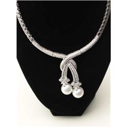An absolutely stunning 18k White Gold Necklace with Approx. 11.