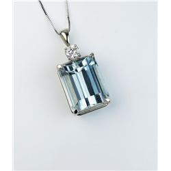 Dazzling pendant featuring a VS quality 20.21 carat Aquamarine and