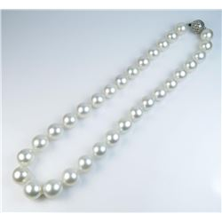 Stunning ladies fine Natural White Tahitian South Sea Pearls excellent