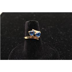 One ladies bypass ring set with 2 triangle sapphires. Est.: