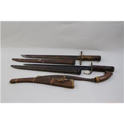 Lot of 2 Arisaka bayonets, one type 30 on  overall good to very good condition, showing  paint splat