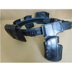 TACTICAL BELT WITH ATTACHMENTS