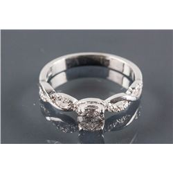0.68 ct Diamond Fancy Twist Ring CRV$4500