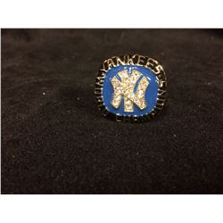 NY YANKEES REPLICA WORLD SERIES RING (THURMON MUNSON 1977)