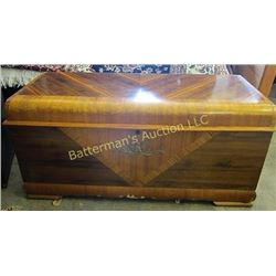 Cedar Chest - Lane Cedar Chest - Veneer inlays