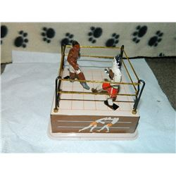 METAL WIND-UP TOY - BOXING