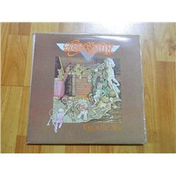 VINYL RECORD - AEROSMITH - TOYS IN THE ATTIC - AL 33479 - condition - really good