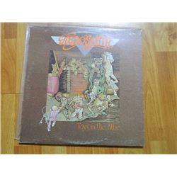 VINYL RECORD - AEROSMITH - TOYS IN THE ATTIC - AL 33479 - condition - fair