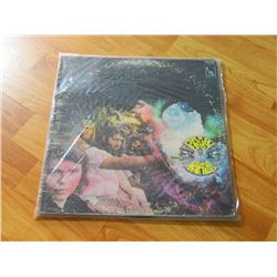 VINYL RECORD - CANNED HEAT - LIVING THE BLUES - LST-27200 - LIBERTY - 1 RECORD - condition - fair