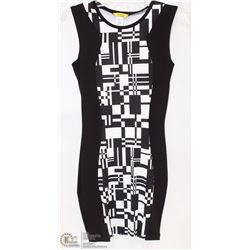 SIZE SMALL FORM FITTED GEOMETRIC SLEEVELESS MID