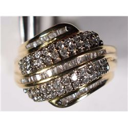 10kt GOLD RING w/1 CT of DIAMONDS
