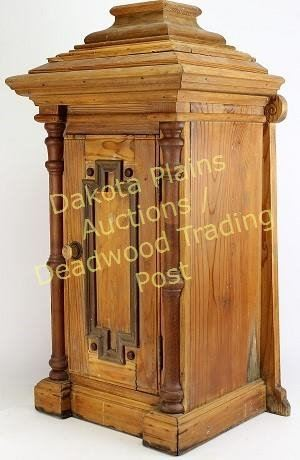Image 2 : Primitive Pine Wall Cabinet With Hinging Front Door, 27u201d Tall.