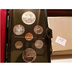 1975 Canada coin set wit silver dollar