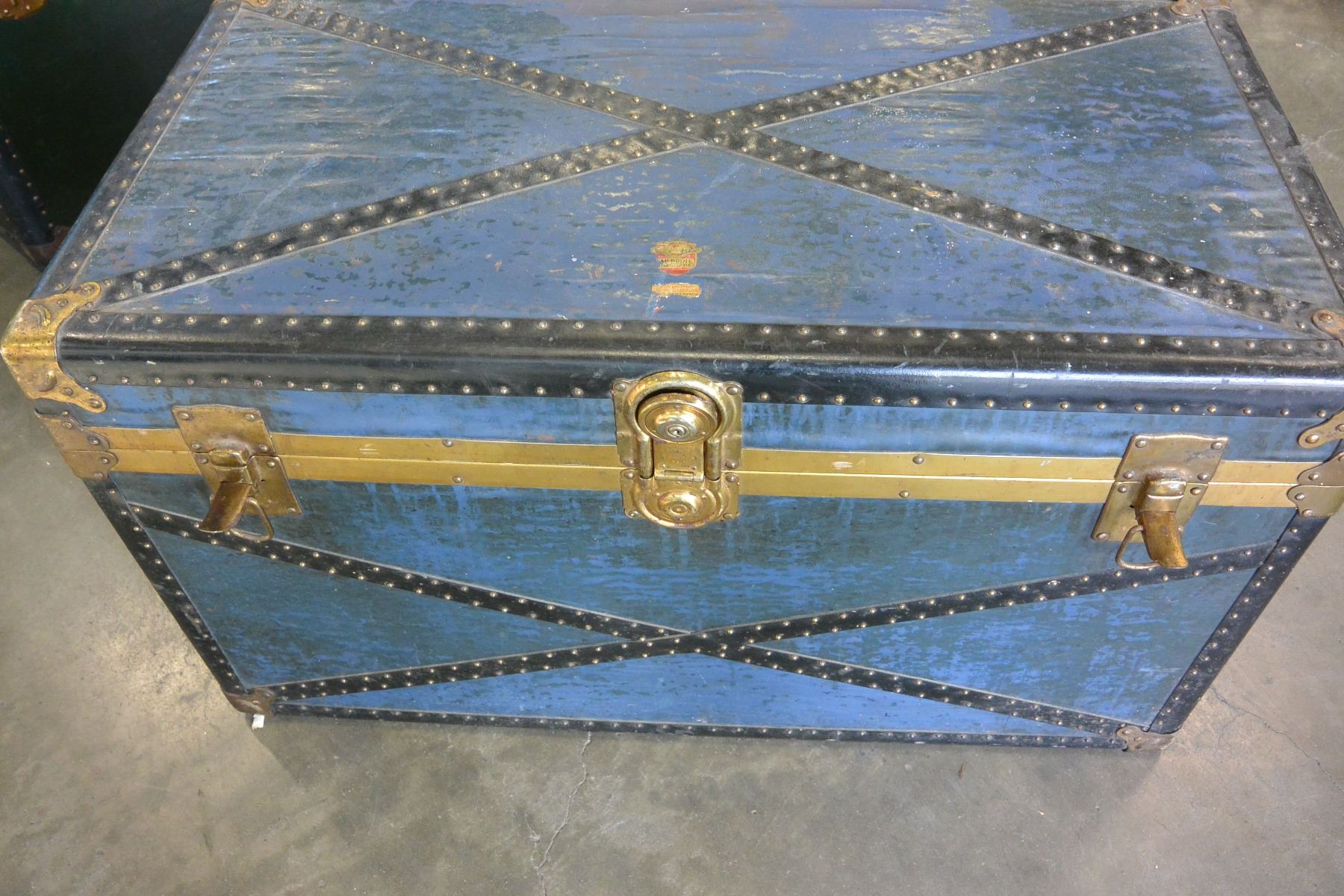 ... Image 2 : BLUE STORAGE TRUNK WITH TRAY ...