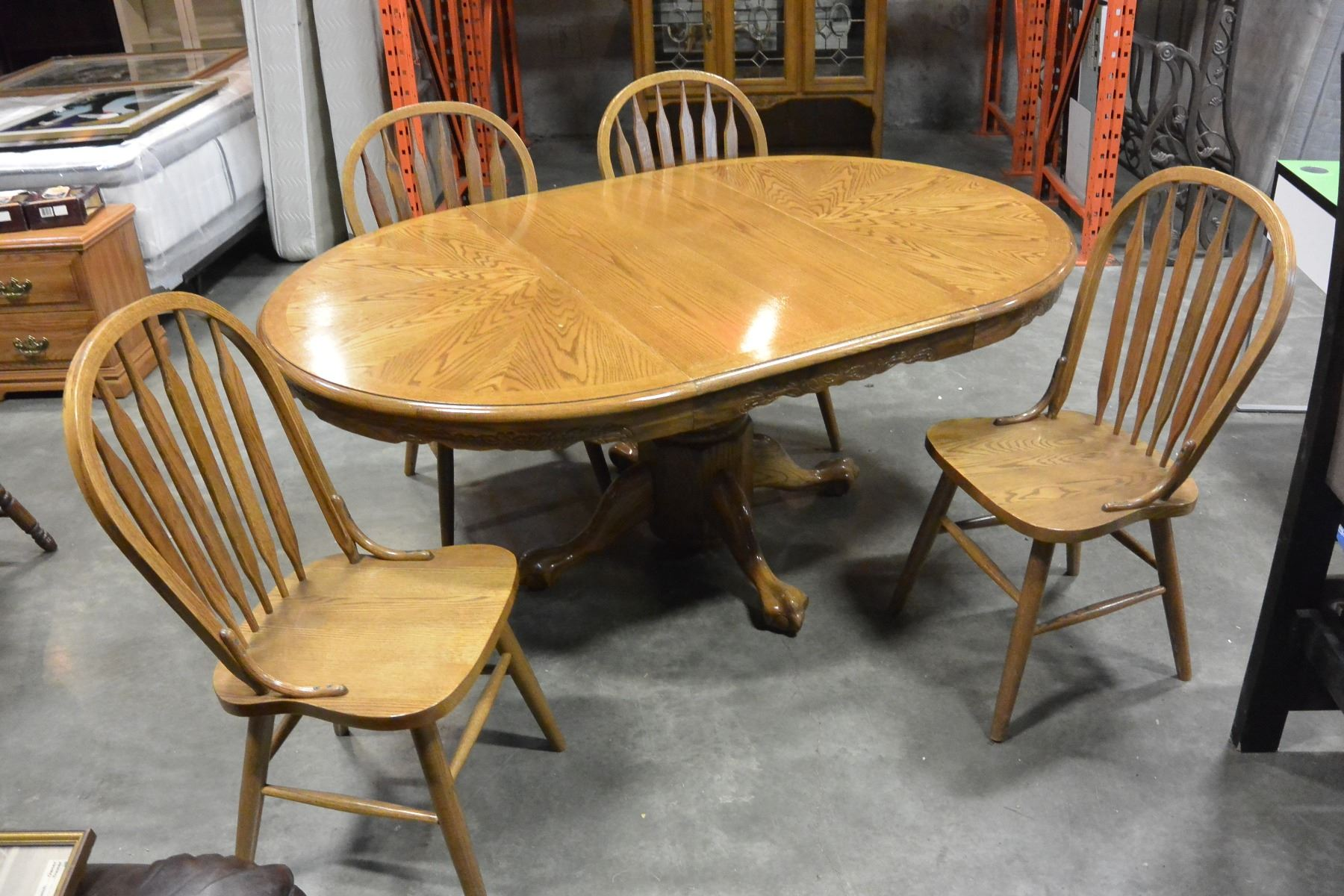 Round Oak Dining Table With Leaf And 4 Chairs