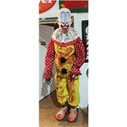 GIGGLES THE HORRIFYING CLOWN