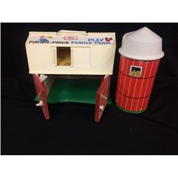 VINTAGE FISHER-PRICE PLAY FAMILY FARM