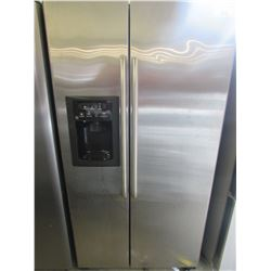 "G.E. STAINLESS STEEL FRIDGE WITH WATER & ICE DISPENSER MODEL GSS25XSRD-SS (36""W X 33""D X 70""H)"