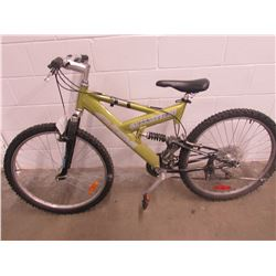 GREEN CCM CLIFF RUNNER MOUNTAIN BIKE