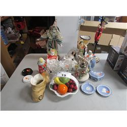 LOT OF ASSORTED CERAMICS & COLLECTIBLES