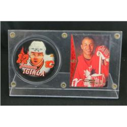 Jarome Iginla Calgary Flames Puck & Card