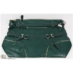 GREEN TOTE STYLE HAND BAG.
