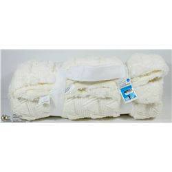 ROOM ESSENTIALS TWIN SIZE FUZZY THROW BLANKET W/