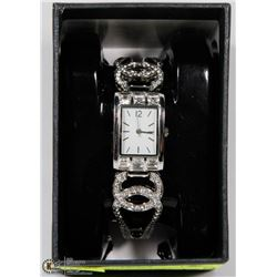 SOLID BAND SILVER TONE FASHION  WATCH WITH