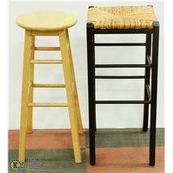 2 BAR STOOLS INCL WICKER TOP AND SOLID WOOD ONE