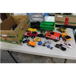 BOX OF VINTAGE DIE CAST VEHICLES