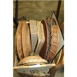 WICKER BASKET OF PLACEMATS AND TRAYS