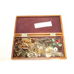 SMALL JEWELLRY BOX WITH JEWELLRY