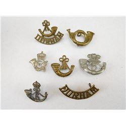 ASSORTED BUGLE HORN CAP BADGES & SHOULDER TITLES