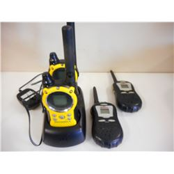 MOTOROLA WALKIE TALKIE WITH CHARGER AND COBRA SET (NO CHARGER)