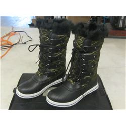 Women's Winter Boots size 8