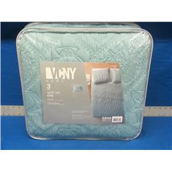 New VNCY 3 piece King quilt set