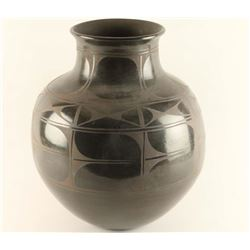 Santo Domingo Blackware Olla