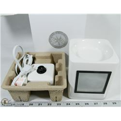 SLEEK WHITE SCENTSY WARMER IN BOX WITH