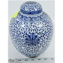 BLUE AND WHITE LIDDED PORCELAIN CONTAINER