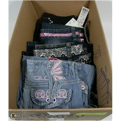 BOX WITH MOSTLY YOUTH GIRLS JEANS ASSORTED SIZES
