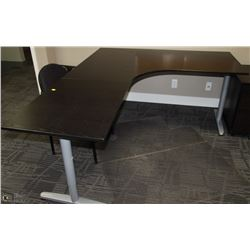 BLACK & GREY RIGHT CURVE L-SHAPE DESK 79X63