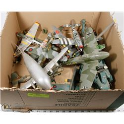 BOX OF VINTAGE MODEL AIRPLANES