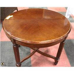 "26"" OVAL SIDE TABLE 21""H"