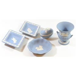 Collection of 5 English earthenware vessels by Wedgwood