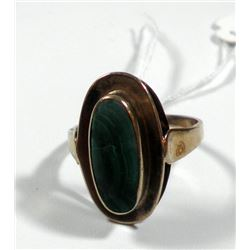 K8 gold ring set with oval malachite